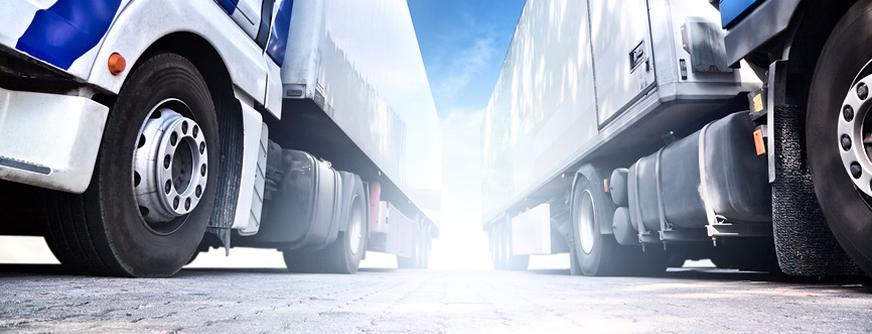 Два больших грузовика